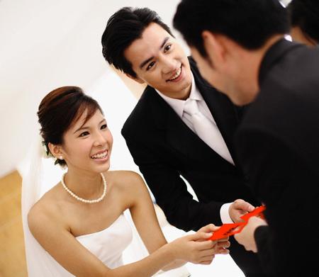Gửi thiệp mời cưới - Chuyện tưởng chừng đơn giản!